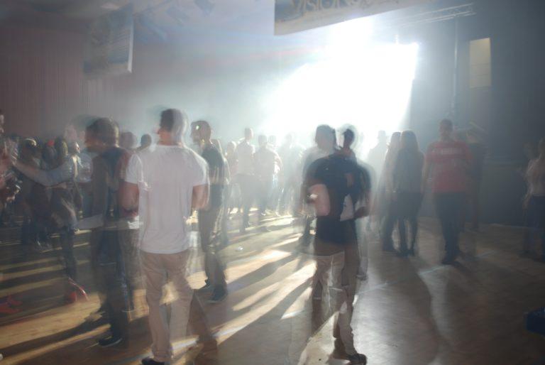 Le Club Azur, où comment sortir virtuellement en boîte de nuit